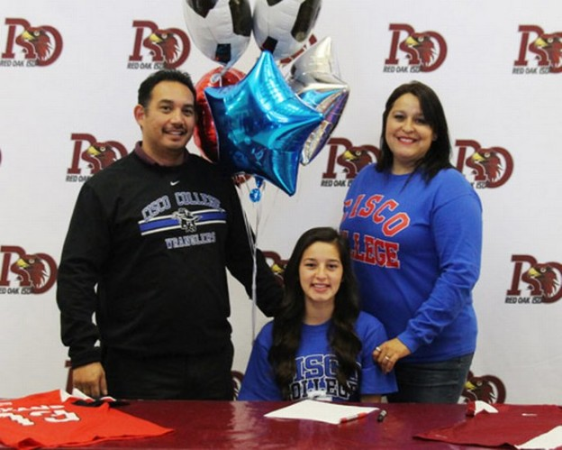 Alizah Mendoza signing